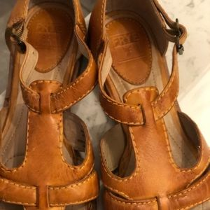 Frye Shoes - FRYE DORADO JULIE FISHERMAN SANDALS SIZE 7 1/2